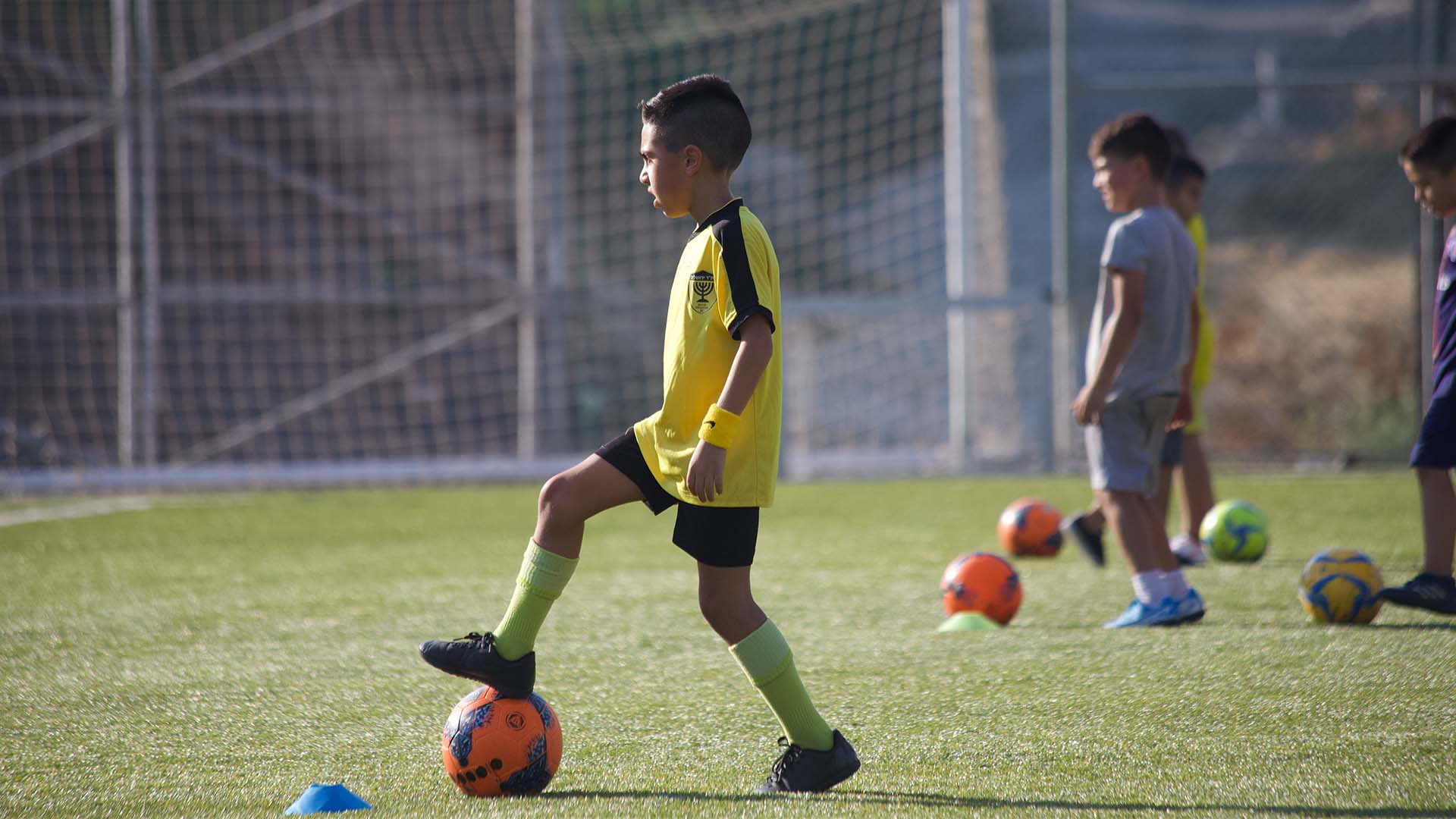בית ספר לכדורגל