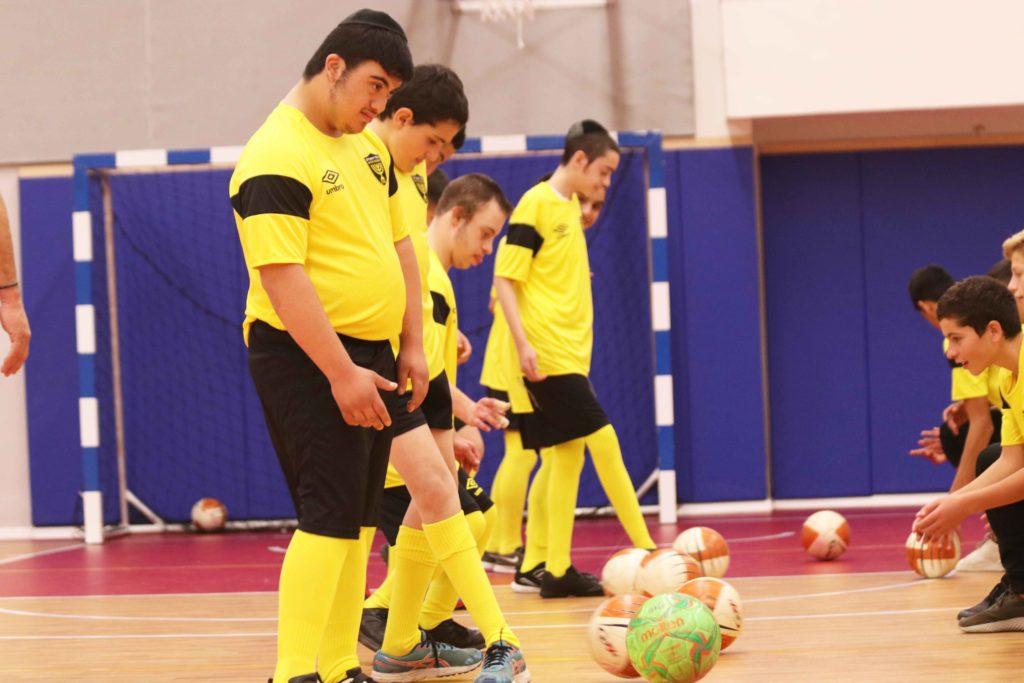 ילדי שלוה באימון כדורגל