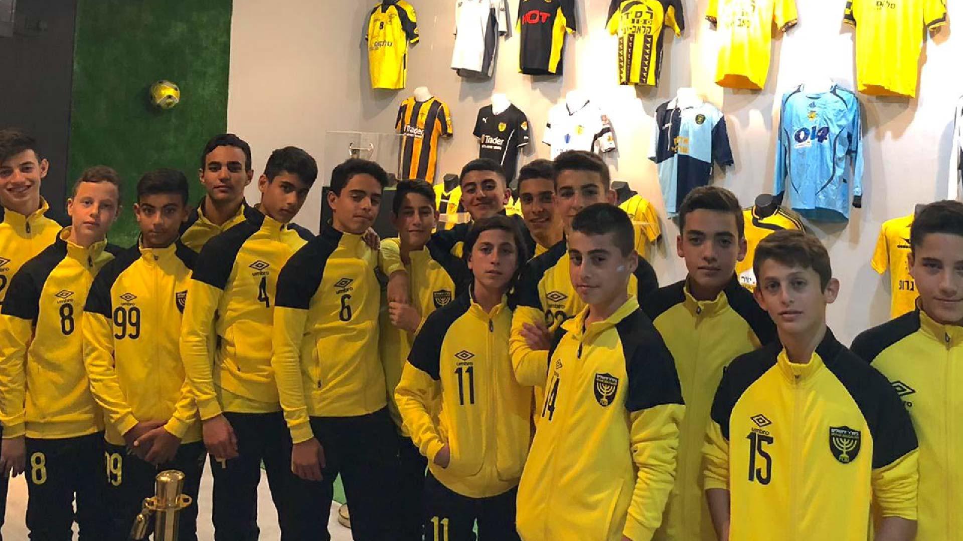 ילדי מחלקת הנוער בתערוכה של ביתר ירושלים