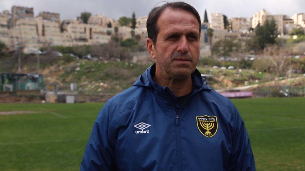 מאמן הקבוצה, רוני לוי