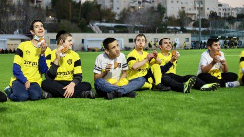 """באנו לשמח: אימון חנוכה המיוחד של בית״ר """"שלוה"""" ירושלים"""