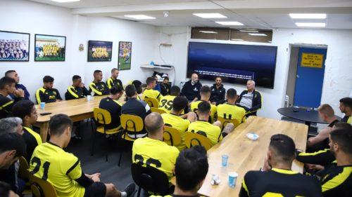 """ערב יום הזיכרון: נכי צה""""ל שיתפו בכאבם את שחקני הקבוצה"""